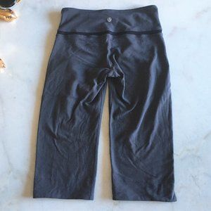 Lululemon workout crop dark grey black luon size 6